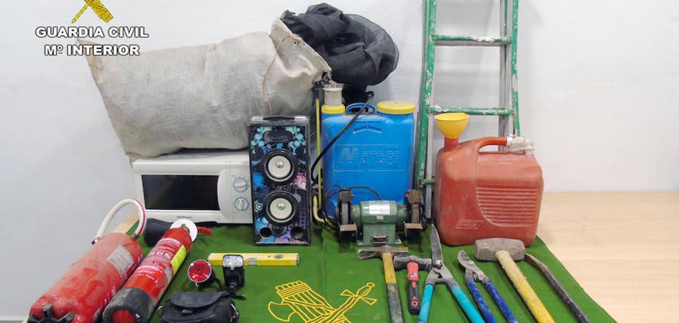 La Guardia Civil detiene al presunto autor de cinco robos en casas de campo de Bullas