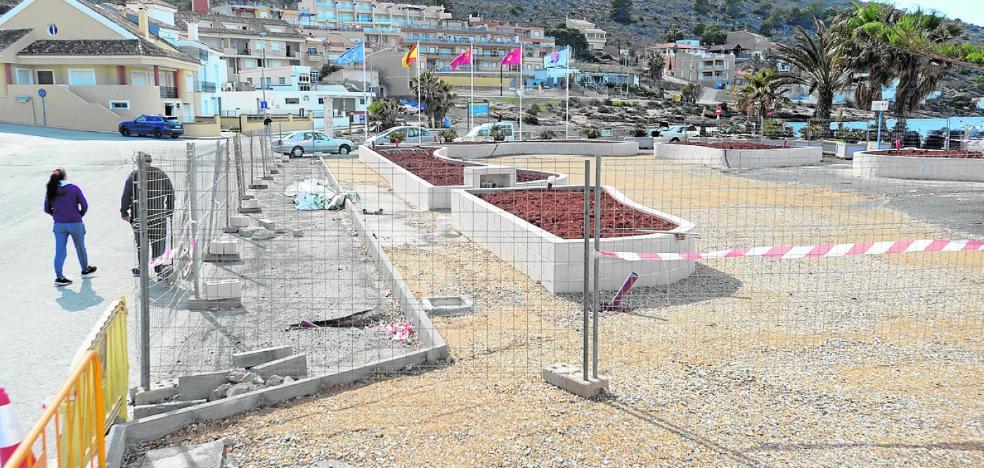 Vecinos de La Azohía harán una protesta si la obra de la plaza de la iglesia no acaba antes de abril