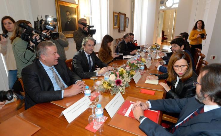 Íñigo de la Serna anuncia en Cartagena que la obra del AVE se retrasa hasta 2019