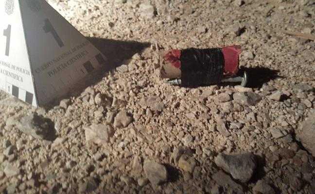 Lanzan cuatro artefactos explosivos a las vías del tren junto a las obras del soterramiento