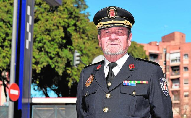 «Para ejercer las funciones de policía local no hace falta ser un armario»