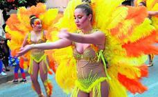 Puente Tocinos se convirtió en un 'sambódromo' con ritmo y trajes espectaculares