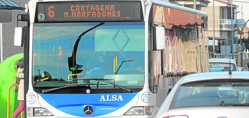 Vecinos de la zona oeste exigen los autobuses que les prometieron