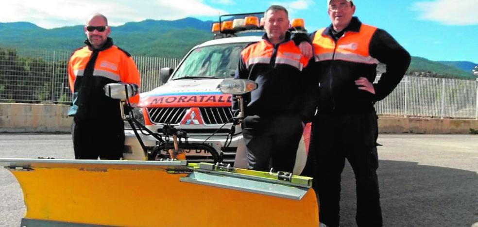 Rescatan de la nieve en Nerpio a tres jóvenes que entraron sin cadenas a una finca forestal