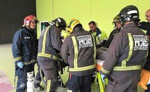 Herido grave al caer desde 9 metros en una nave industrial de Ceutí