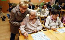 Las mujeres jubiladas cobran de media unos 6.300 euros al año menos que los hombres