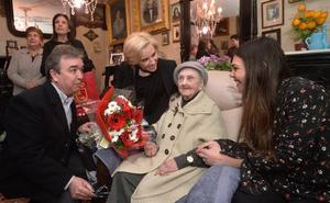 La maestra de los 103 años: «Me jubilé a los 68 y llorando»