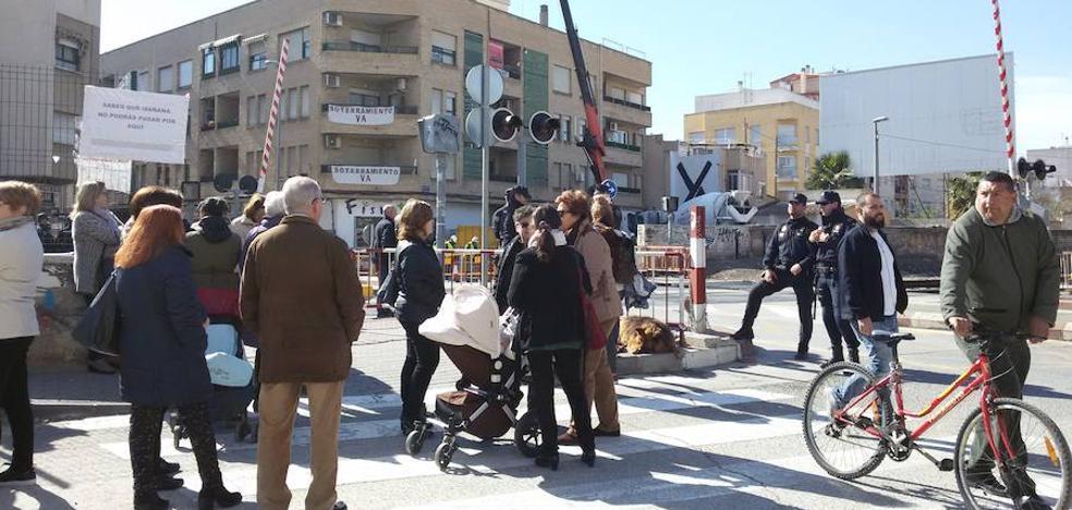 Adif retoma las obras de la pasarela peatonal en Santiago el Mayor