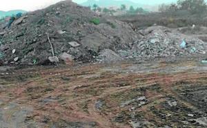La escasez de policías locales complica la batalla contra las escombreras ilegales