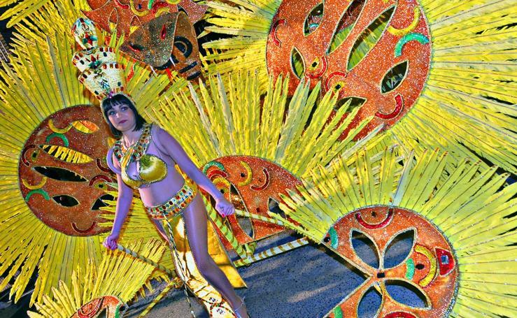 Chispa y elegancia en el Martes de Carnaval de Águilas