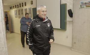 Fabri tendrá una semana más para intentar enderezar el rumbo del Lorca, colista de Segunda
