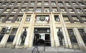 Condenada a 90 euros de multa por maltratar a un niño en el parque