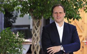 Daniel Lacalle: «El problema de los políticos es creerse el papel de rey mago»