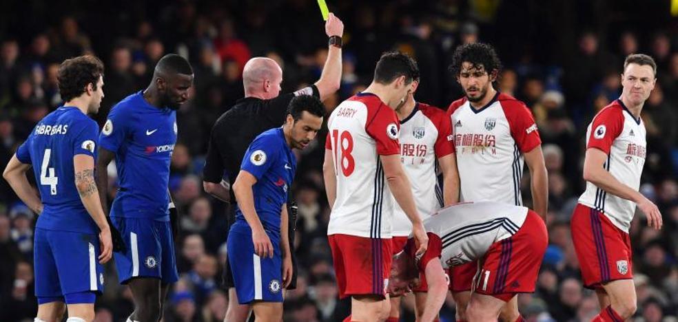 Cuatro jugadores del West Brom se disculpan por el robo de un taxi en Barcelona