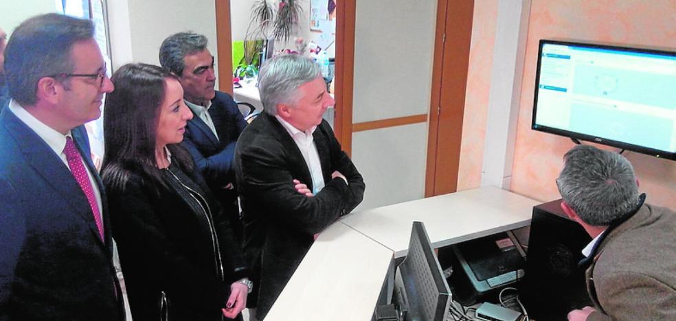 Servicios Sociales estrena una instalación fotovoltaica para ayudar a familias vulnerables