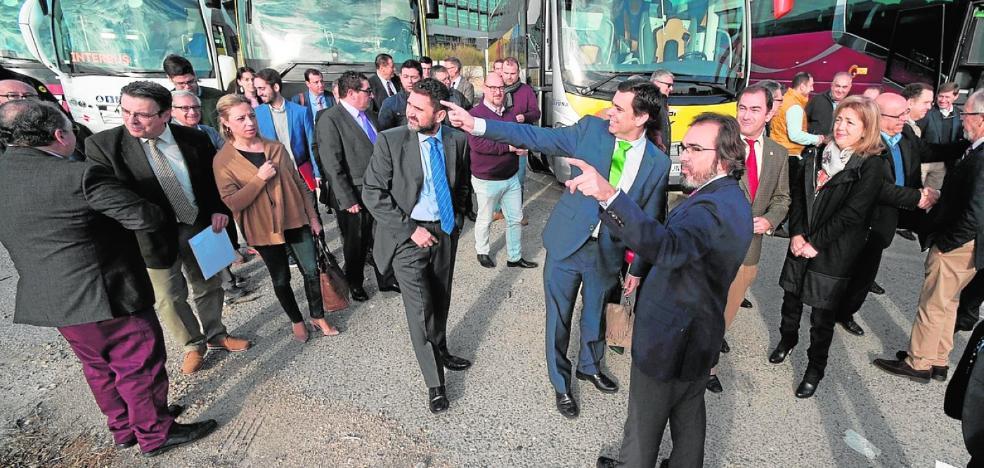 El Gobierno regional quiere sacar de las carreteras 27.000 viajes privados