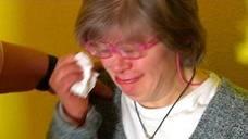 Expulsan a una mujer con síndrome de Down de un evento porque «asustaba»