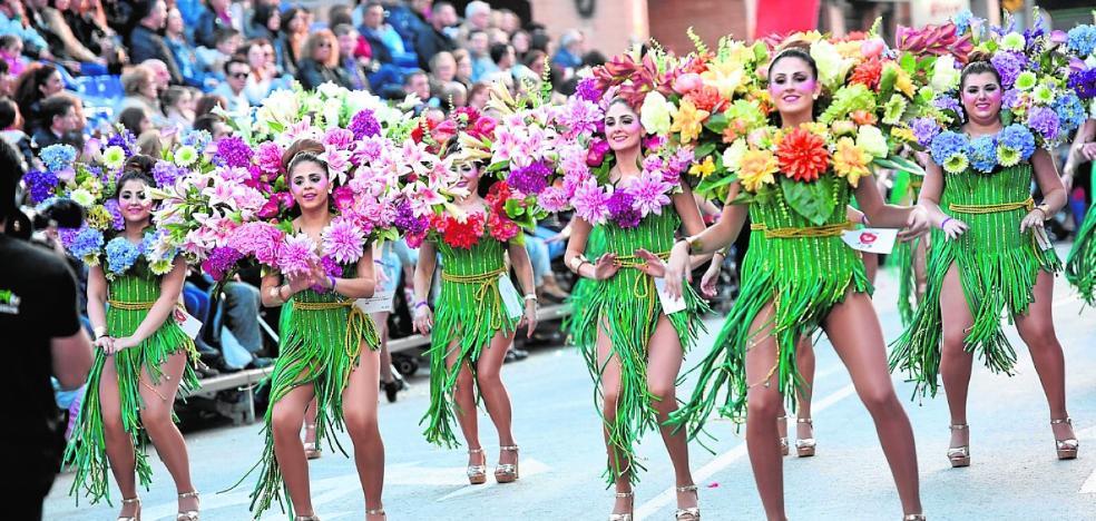 Cabezo de Torres despide los desfiles y espera la 'Holi Life'