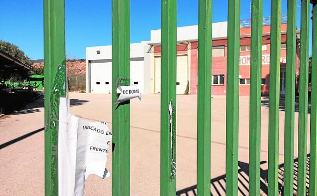 Las obras de mejora del parque de bomberos de Alhama cumplen un año de parón