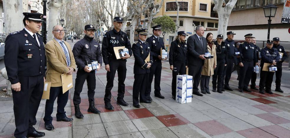 Quince ayuntamientos de la Región reciben etilómetros y kits para el control de consumo de drogas