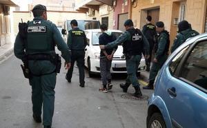 Cinco detenidos en La Unión por robos en comercios y en el campo