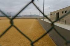 Empiezan a colocar el césped artificial en los campos de fútbol de La Aljorra y El Albujón