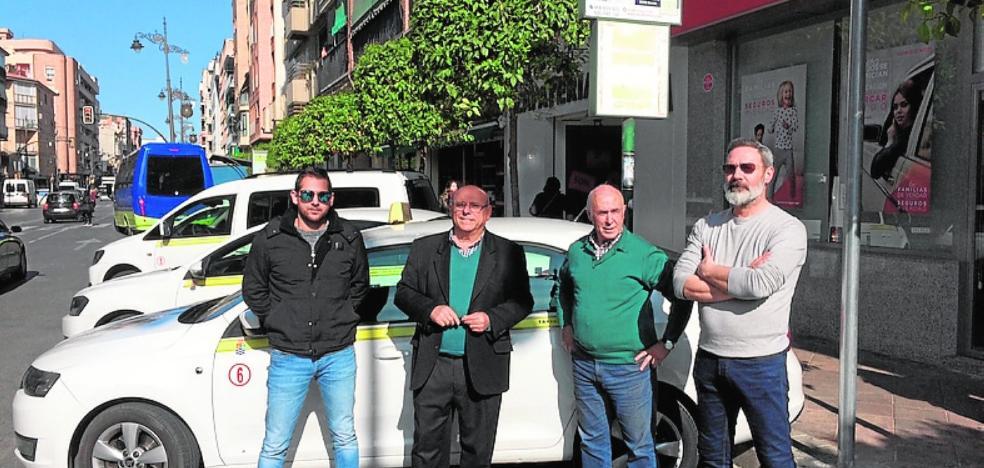 Nueva parada de taxis en la avenida de Madrid en Molina