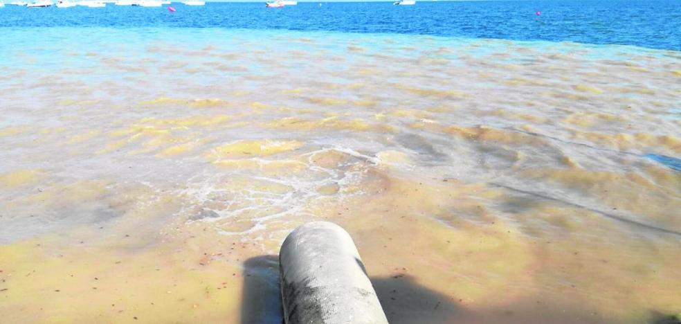 Vertido de una tubería rota en La Ribera