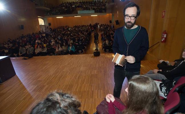 Julio Fajardo Herrero presenta su novela en Cartagena ante 600 estudiantes de Secundaria