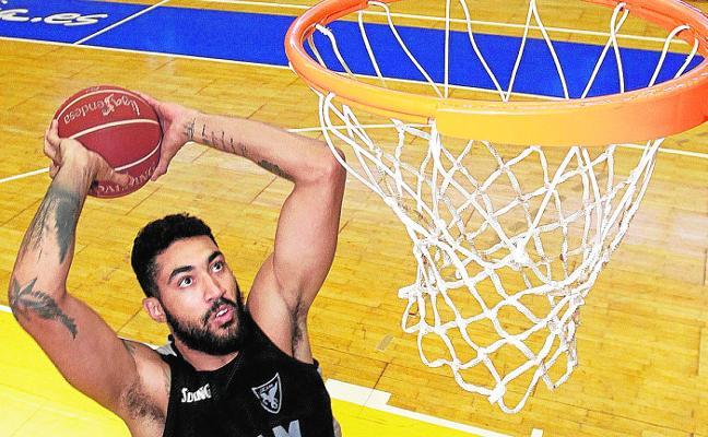 Augusto Lima entrena en Murcia mientras resuelve su futuro profesional