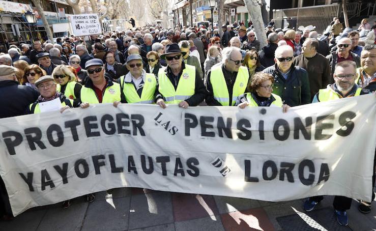 Centenares de jubilados protestan en Murcia por la mínima subida de las pensiones