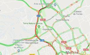 Un accidente entre 4 turismos provoca un atasco kilométrico en Murcia