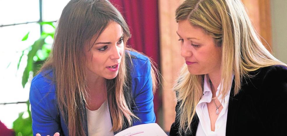 Ballesta asume la coordinación de grandes proyectos y asciende a la edil Rebeca Pérez