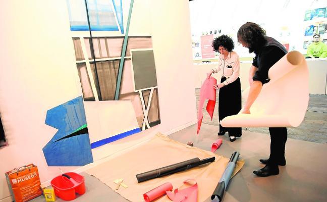 María Carbonell, FOD y Sonia Navarro, en el 'stand' de 'ABC' de ARCO