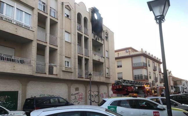 Fallece un bebé en el incendio de una vivienda en Granada