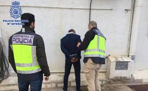 Detenido por dos robos con violencia y una detención ilegal en Murcia
