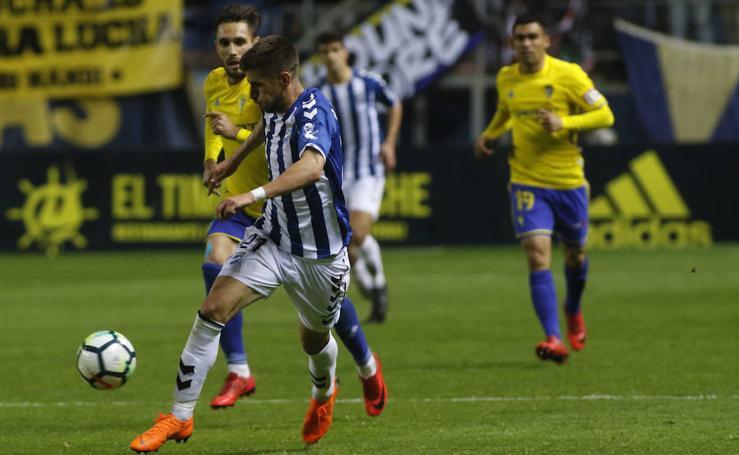 San Dorronsoro salva al Lorca FC ante el Cádiz CF