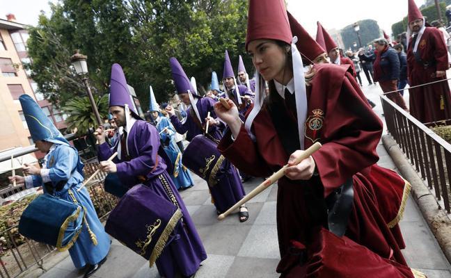 Heraldos, burlas y tambores convocan a los fieles a la Semana Santa de Murcia