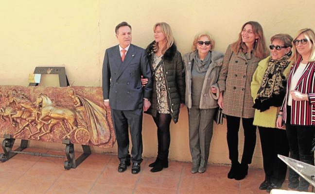 El Paso Azul inaugura en el Mass un monumento dedicado al cuadriguero