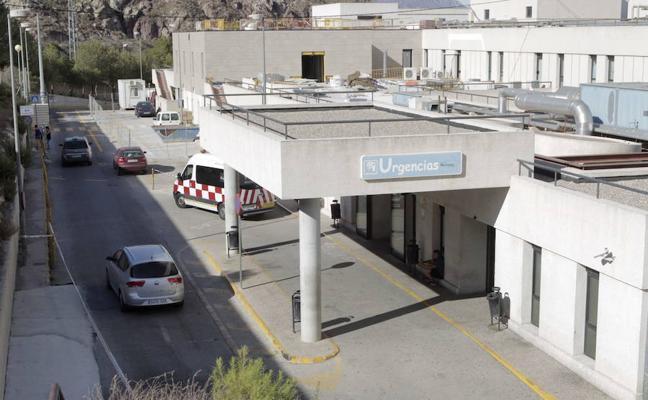 El hospital suspende citas de especialidades por bajas, traslados y falta de facultativos
