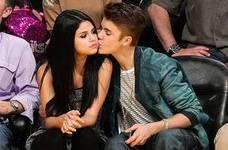 Justin Bieber y Selena Gomez se besan en Jamaica
