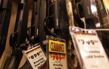 Walmart restringe la venta de armas en EE UU a mayores de 21 años