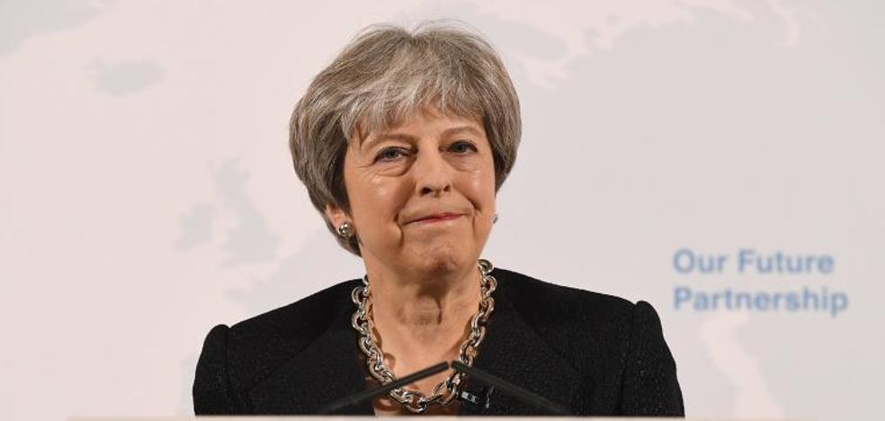May confía en lograr el 'Brexit' más suave