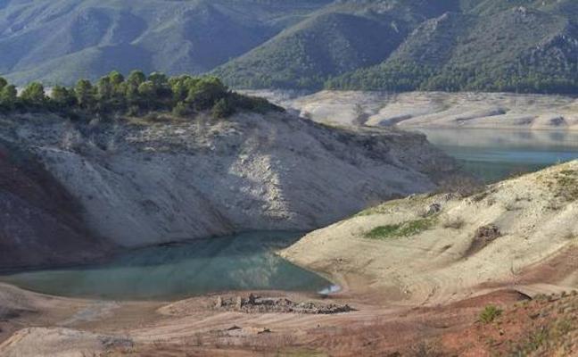 Los embalses del Segura aumentan sus reservas pero siguen en situación de emergencia por sequía