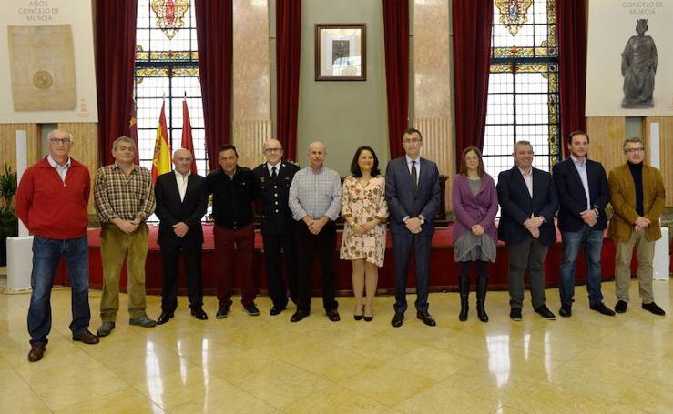 Los bomberos jubilados reciben la insignia de oro del Ayuntamiento de Murcia