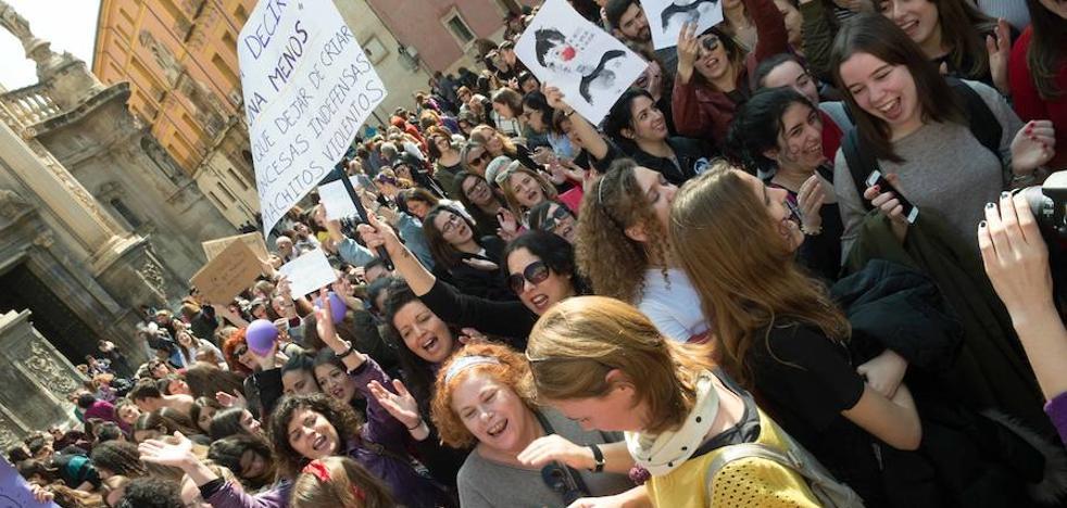 Miles de personas se echan a la calle en Murcia y Cartagena para exigir igualdad