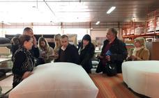 Compradores rusos visitan empresas de mueble en Yecla