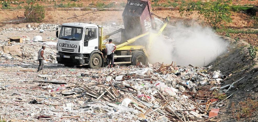 El Ayuntamiento lleva a la Justicia el vertido de escombros en Los Segados
