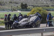 Un conductor resulta herido tras volcar su vehículo en la autovía de La Manga