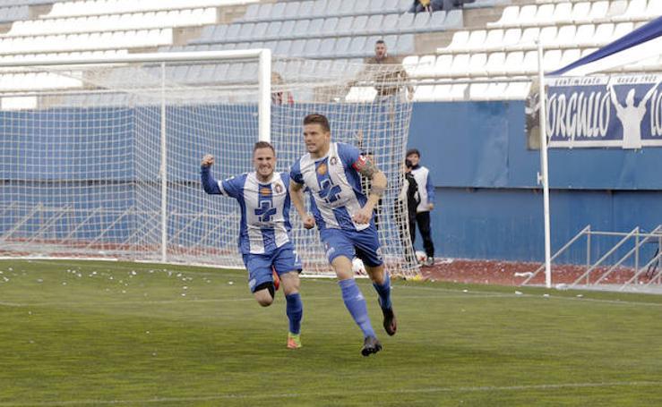 Carrasco devuelve la ilusión al Lorca Deportiva en la victoria ante el Mérida (4-0)